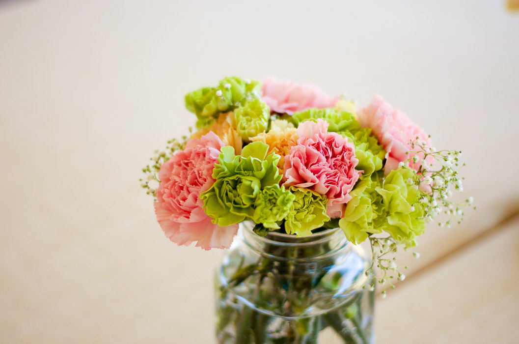 Pretty Easter-inspired floral arrangement