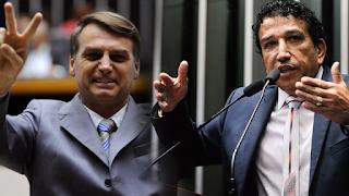 Resultado de imagem para Bolsonaro e Magno Malta no congresso