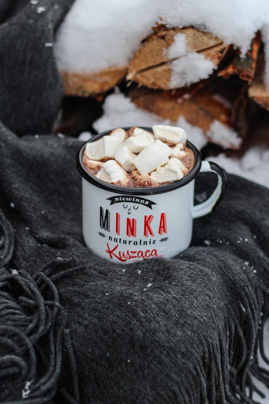kawa z cynamonem gorąca czekolada