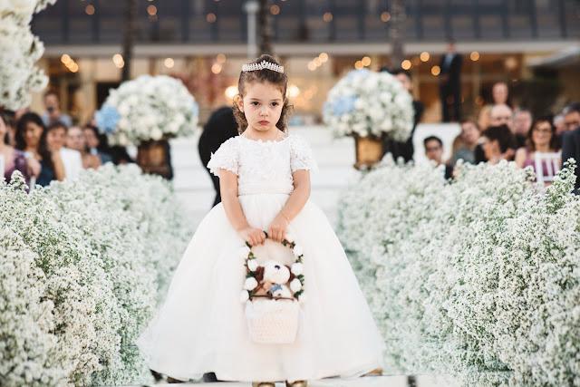 casamento real, porto vittoria, decoração, cerimônia, azul e branco, passarela de espelho, cerimônia a céu aberto, dama de honra