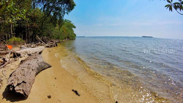 Pantai Batu Putih Kemujan Karimunjawa
