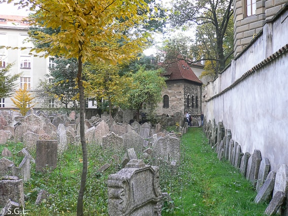 Viejo cementerio judio del barrio judio de Praga