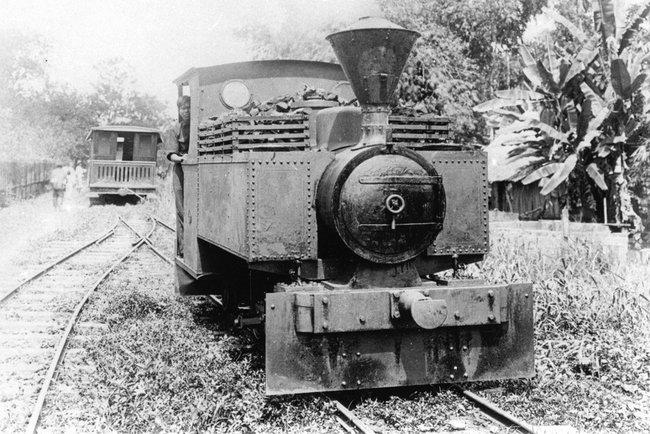Старая фотография паровоза в Таиланде