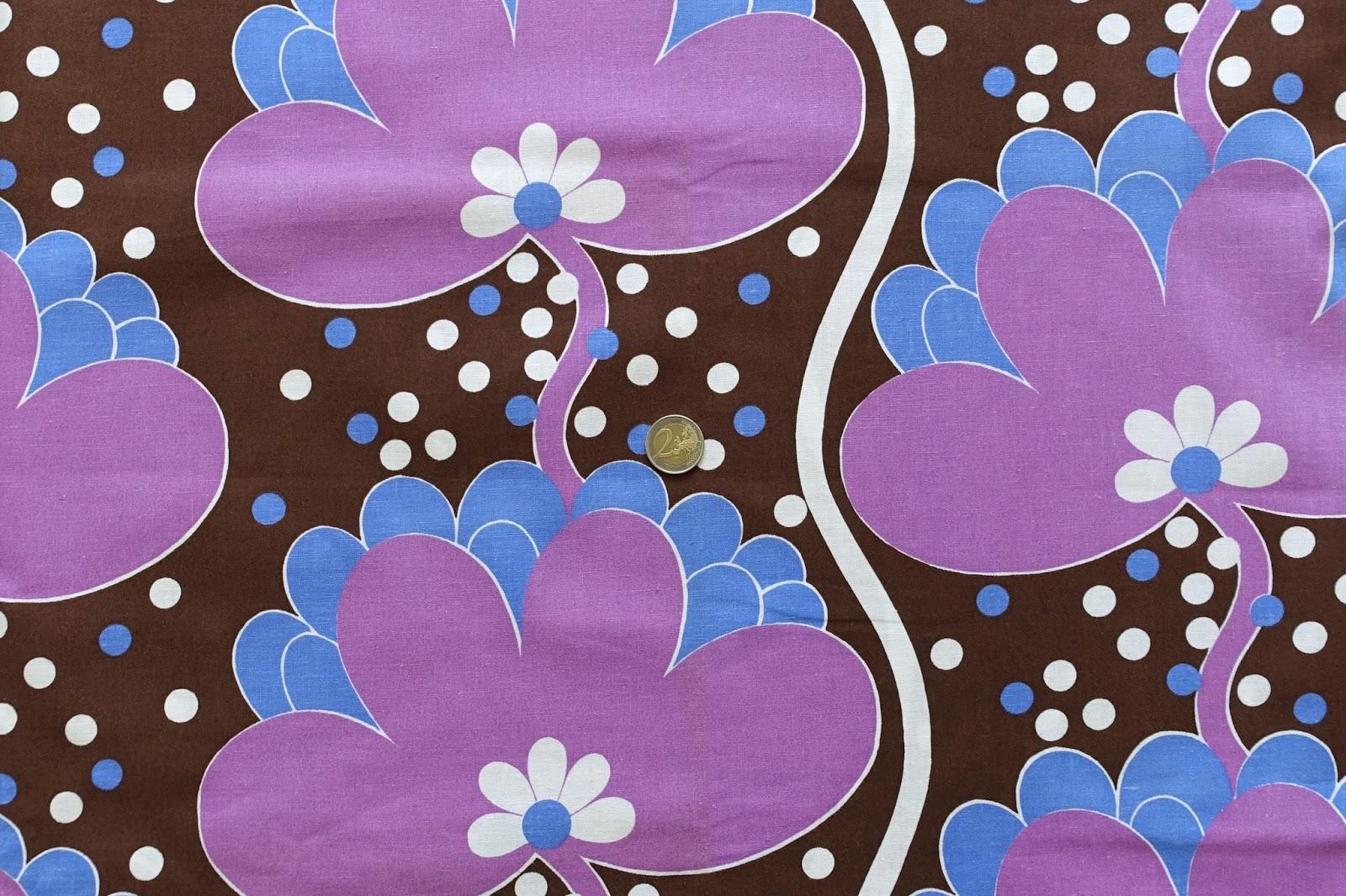 Stormönstrat och färgstarkt tyg i härlig 70-tals design. Tyget är i  nyskick d27614de667ed