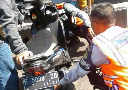 dishub kuningan tertibkan motor yang parkir sembarangan