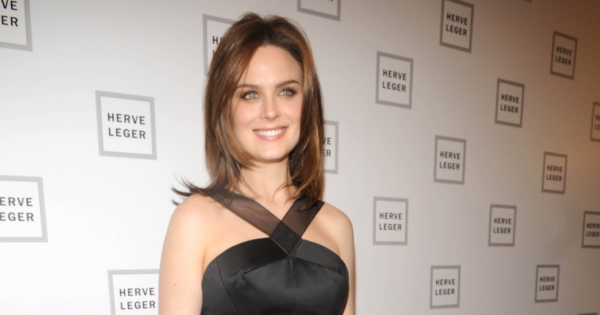 Celebrity Legs and Feet in Tights: Emily Deschanel`s Legs ...