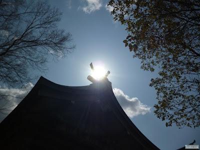 太陽と本殿
