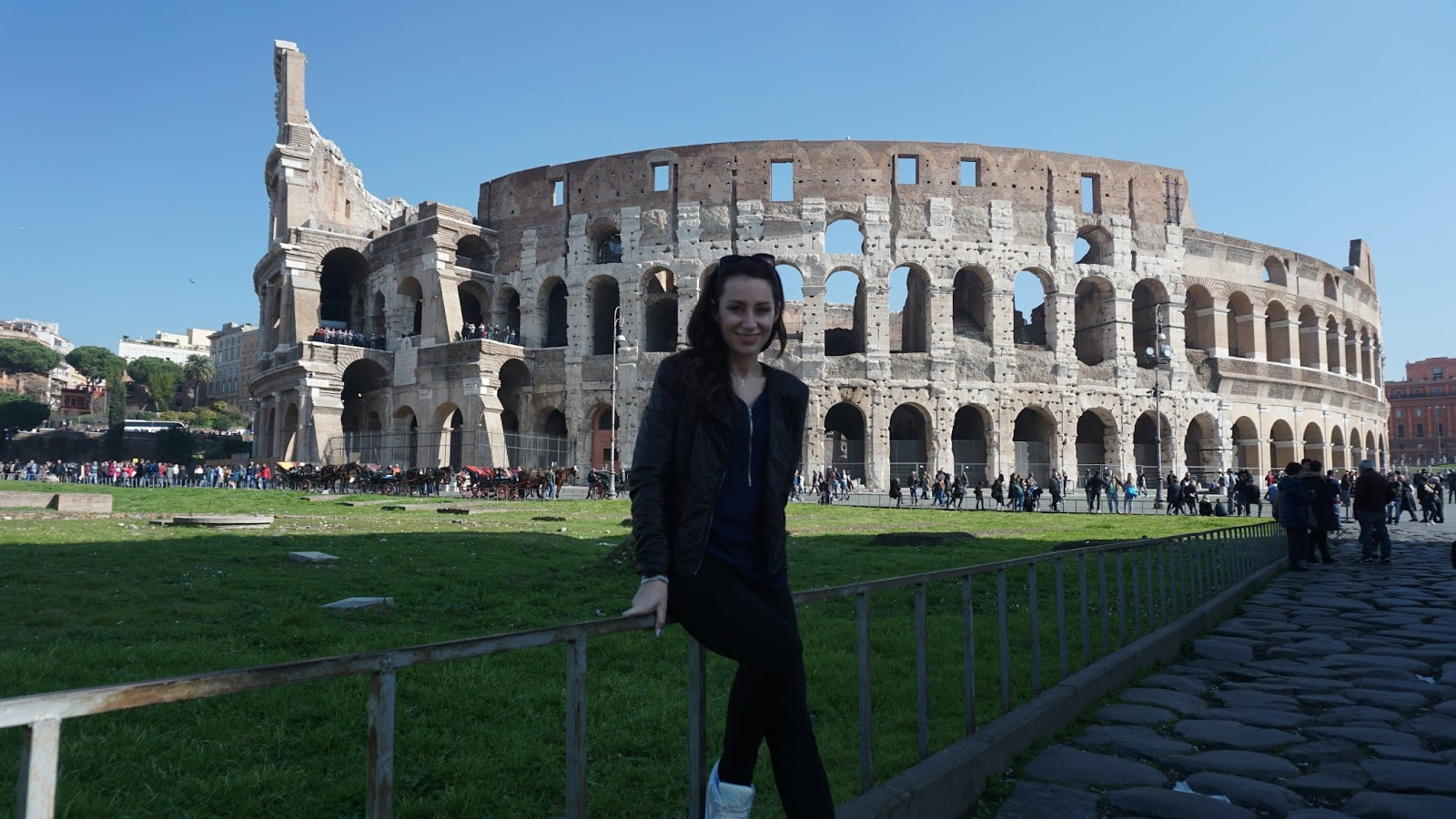 Dorcia przy Koloseum Pani Dorcia, Pani Dorcia w Rzymie, podróż poślubna Pani Dorci, podróż poślubna w Rzymie, gdzie w podróż poślubną