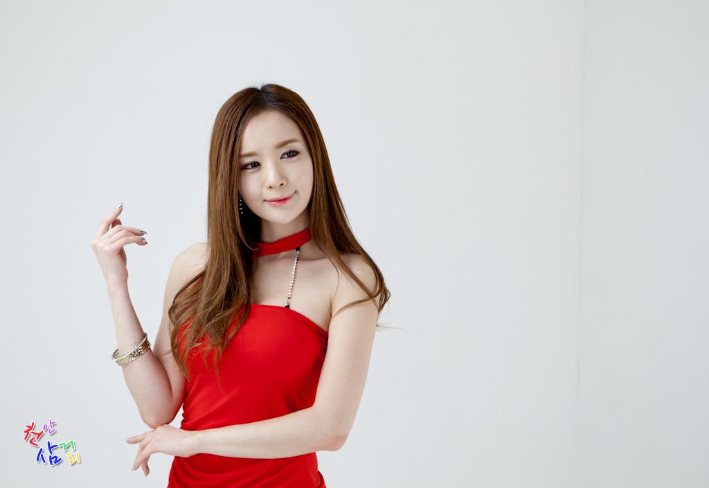 xxx nude girls: Hot Red - Lee Yeon Ah