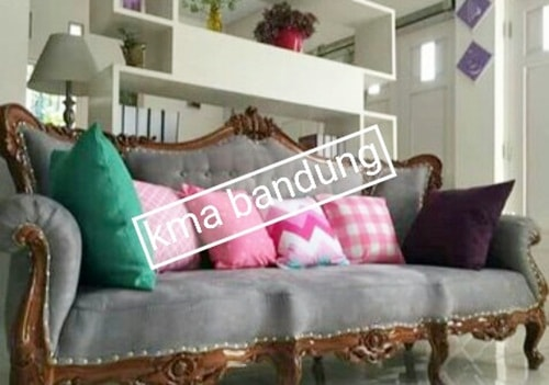 dudukan sofa panjang