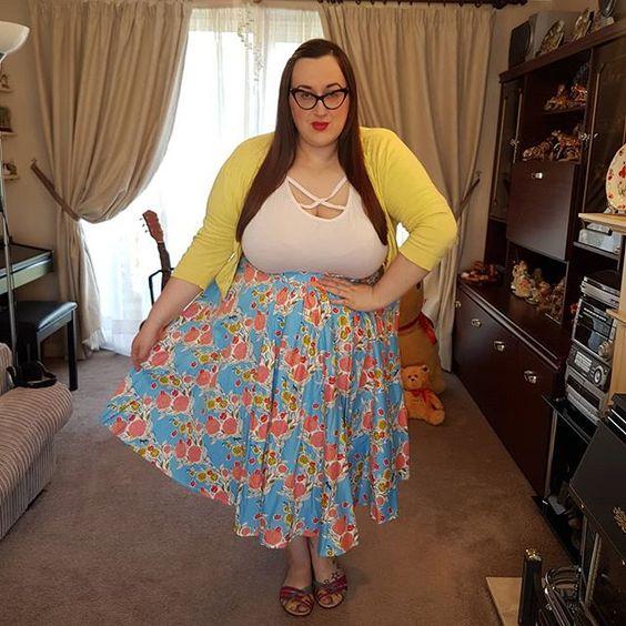Pin Up Girl Clothing Mary Blair Blue Lips & Roses Skirt