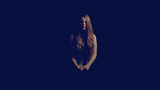 Hannah Featherstone Premieres 'Solo' Music Video