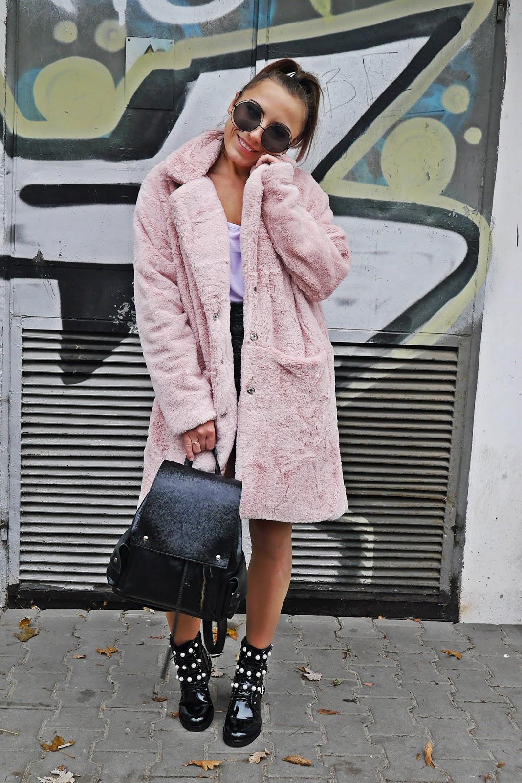 Botki czarne z perełkami plecak różowe futerko renee karyn blog modowy