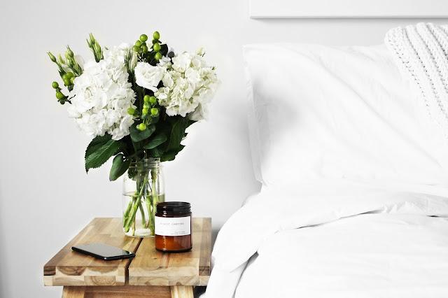 guestroom, bedside table