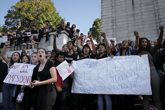 جانب-من-التظاهرات-المناهضة-لترامب-كالتشر-عربية