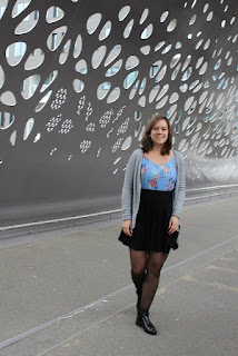 Clothes & Dreams: Outfit under €100: Online Shopping: Zalando Essentials grey knit vest, New Look Floral Plisse Cami, ASOS Mini Skater Skirt with Pockets and Anna Field boots