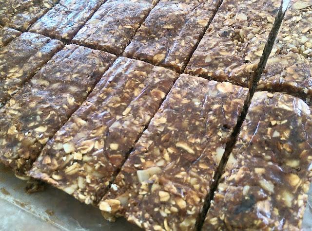 Healthy 5 Ingredient (No-Bake) Granola Bars via Minimalist Baker