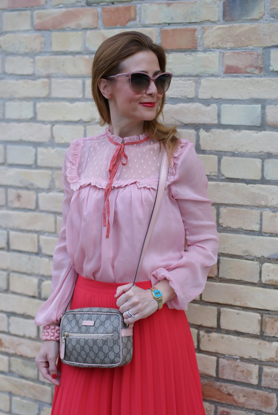 Gucci inspired outfit with low cost clothes, red pleated midi skirt and chiffon and lace pink shirt on Fashion and Cookies fashion blog, fashion blogger style