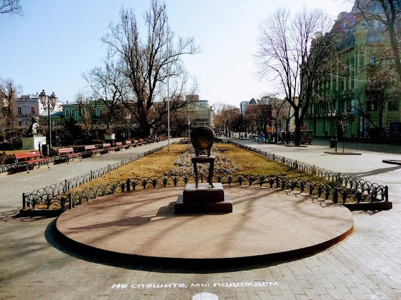 Одеса. Міський сад. 12-й стілець на площі імені Остапа Бендера