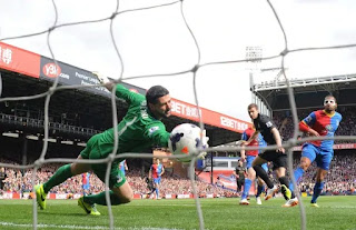 Manchester City won at Crystal Palace on the same day to take control of the title race