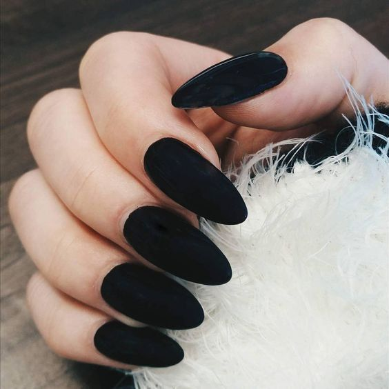 5 Popular Black Nail Arts Design #5