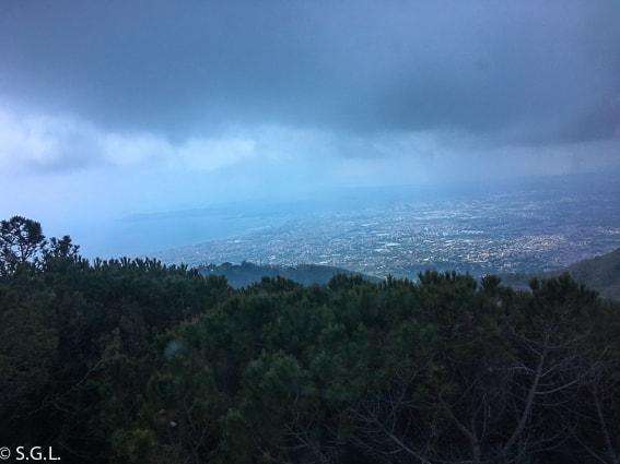 Vista de la bahia de Napoles desde el monte Vesubio