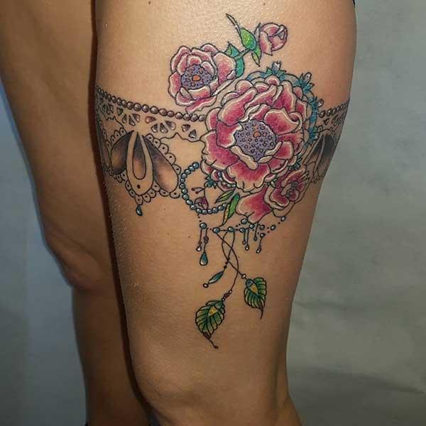 çiçekli bacak dövme fikirleri