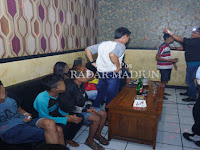 Astaga !! Pelajar SMP di Madiun Ini Kena Razia Saat Asik Nge Bir di Room Karaoke