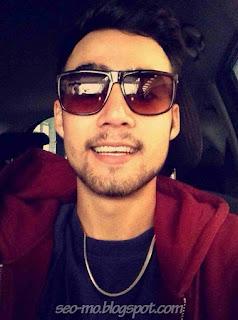 Foto Selfie Indra Brotolaras memakai Kacamata
