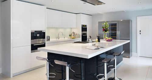 Fotos de cocinas con isla colores en casa for Cocina comedor con isla