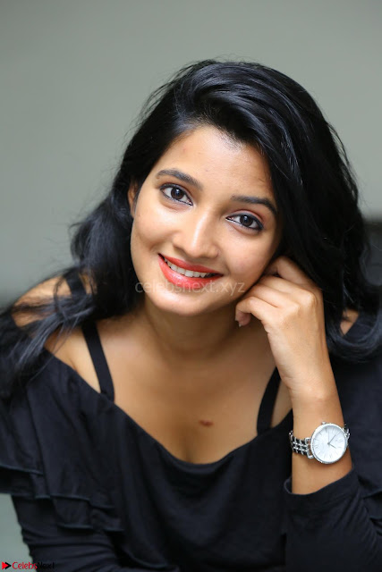 Deepthi Shetty looks super cute in off shoulder top and jeans ~  Exclusive 03.JPG