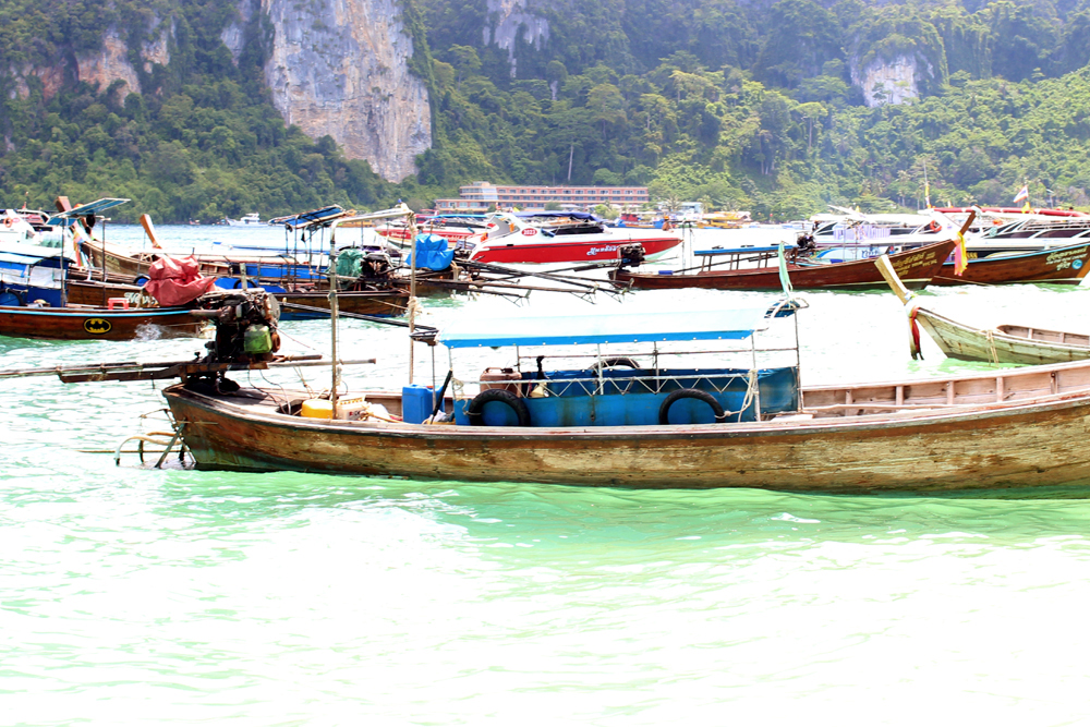 Boats at Phi Phi Island | Thailand sailing day | turquoise waters and beautiful nature | UK travel blog