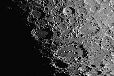 """cràters """"Tycho"""", """"Longomontanus"""" i """"Clavius"""""""