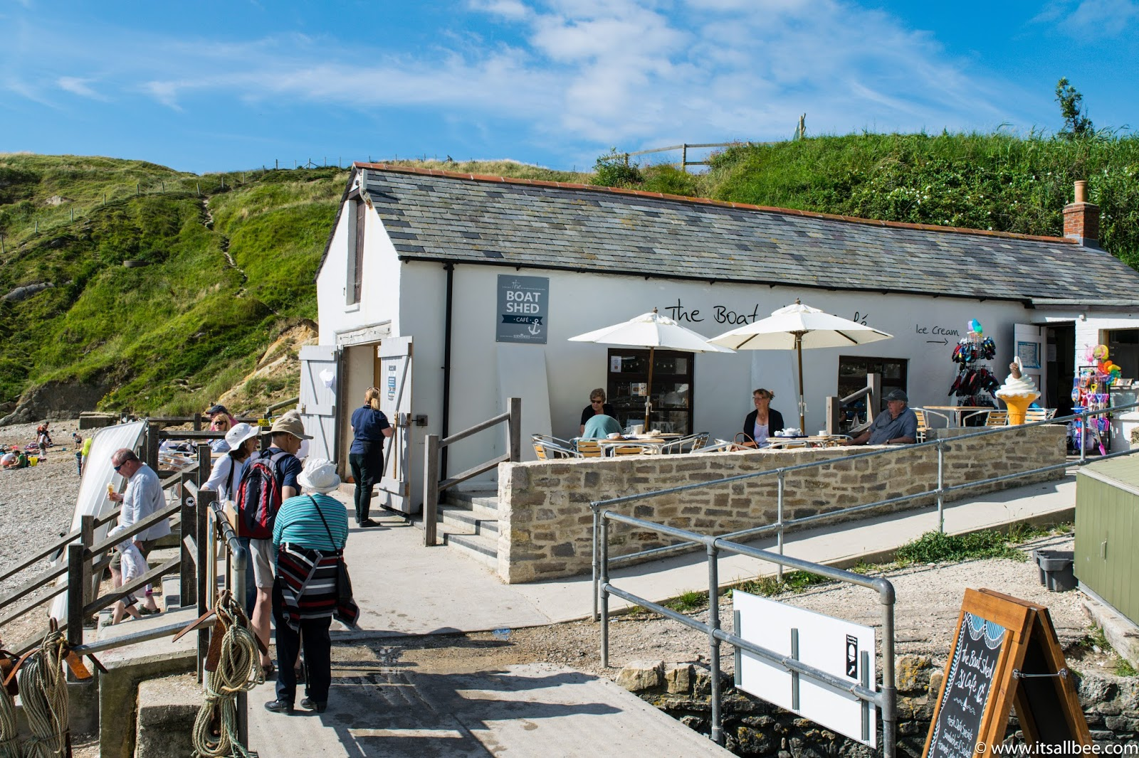 lulworth cove walks in Dorset England | lulworth cove cafe