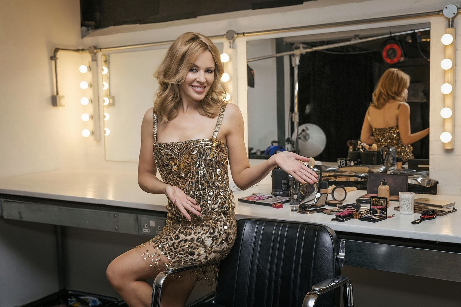 Kylie Minogue To Debut New Music At Priceless Gig In Uk