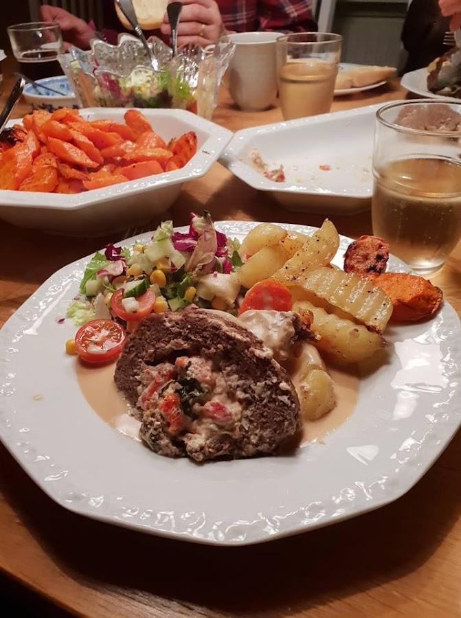 Fylld köttfärslimpa med gräddsås