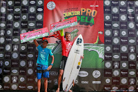 6 Kauli Vaast PYF Leo Paul Etienne FRA 2017 Junior Pro Sopela foto WSL Laurent Masurel