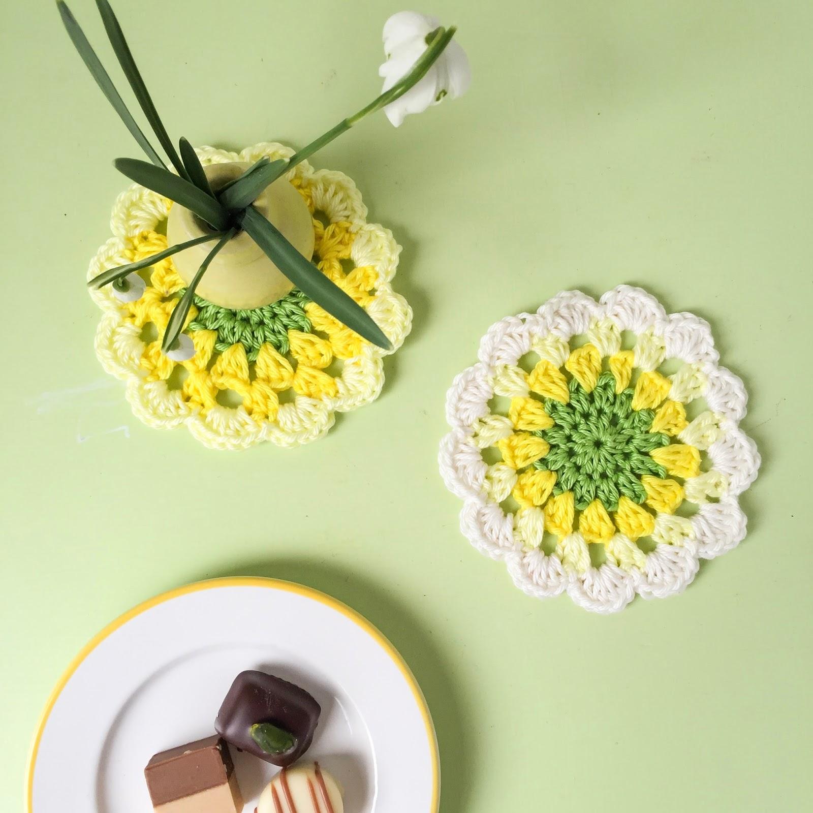 Eine Häkelanleitung für frühlingszarte Blumenuntersetzer ...