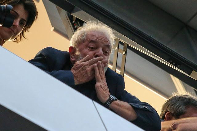 Lula pretende se entregar no sábado em São Paulo, após missa para Marisa Letícia