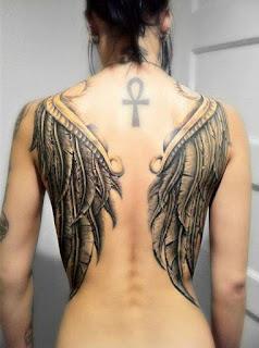 alas en la espalda tatuaje