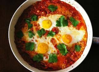 shakshuka, shakshouka, jajka zapiekane w pomidorach