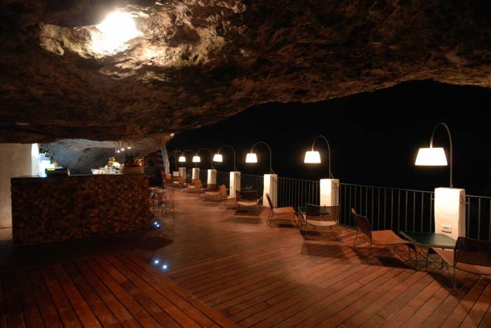 Grotta Palazzese - ресторан у моря 10