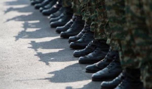 Εξετάζεται αύξηση της στρατιωτικής θητείας κατά τρεις μήνες