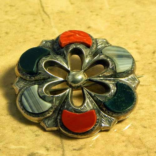Scottish jewellery antique agate brooch in silver