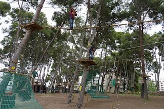 Yolanda en el circuito rojo de Bosc Aventura.