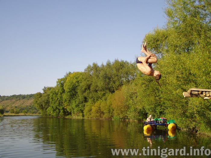 На міському озері п'яні відпочивальники влаштували собі розваги