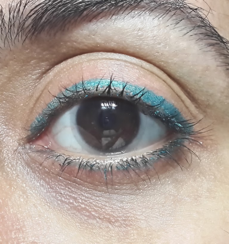 Maybelline The Colossal Kohl Turquoise - Review and Swatches