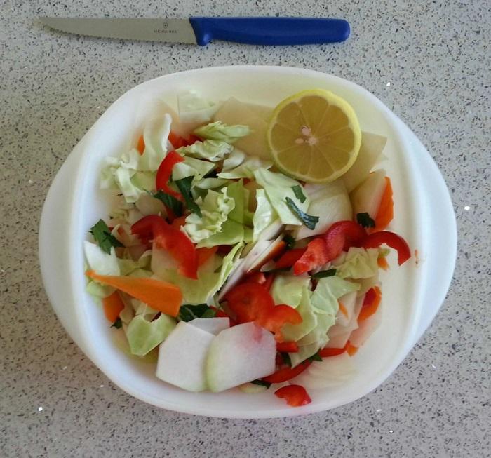 סלט מרענן עם ירקות שורש