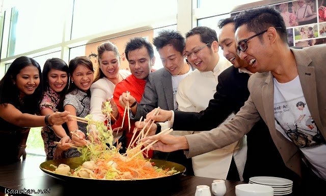 VIPs, PETRONAS staffs, and director of 'Young Hearts' tossing the customary Yee Sang for prosperity