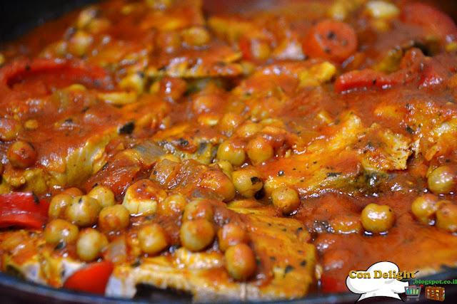 דג טונה ברוטב פיקנטי Tuna in spicy sauce